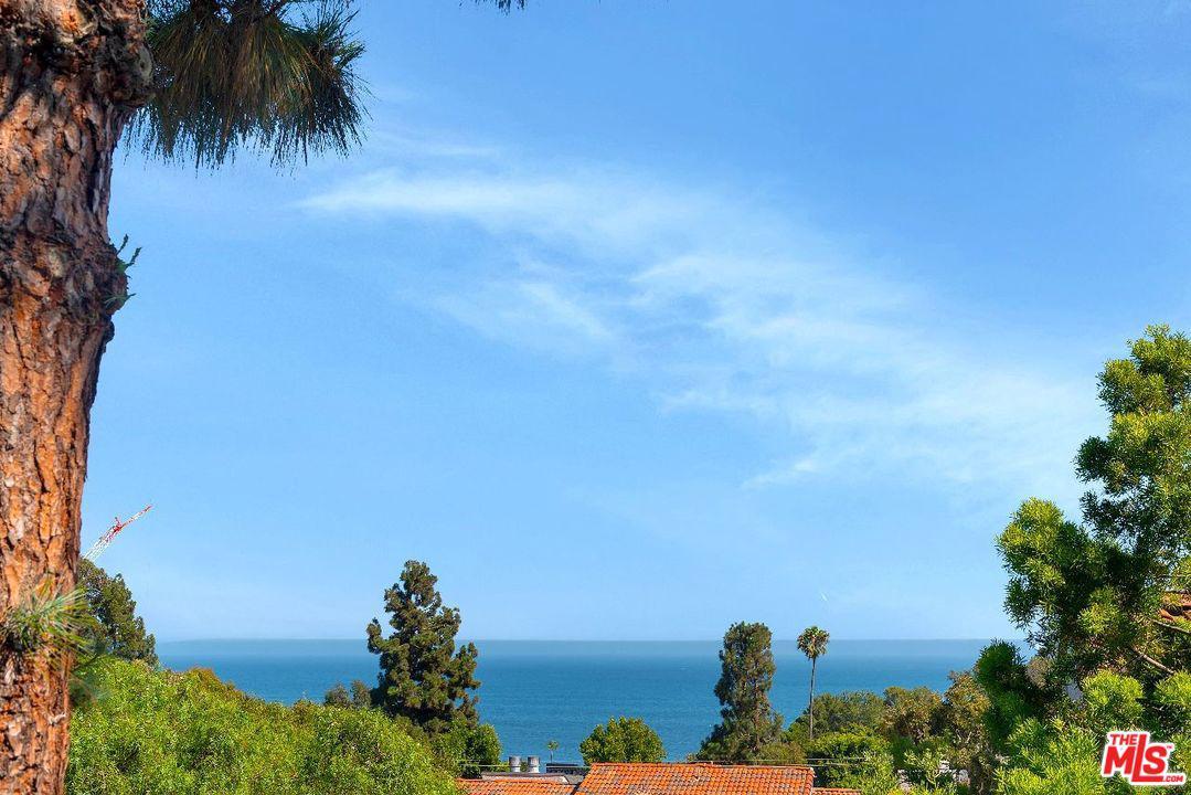 Photo of 28330 REY DE COPAS Lane, Malibu, CA 90265