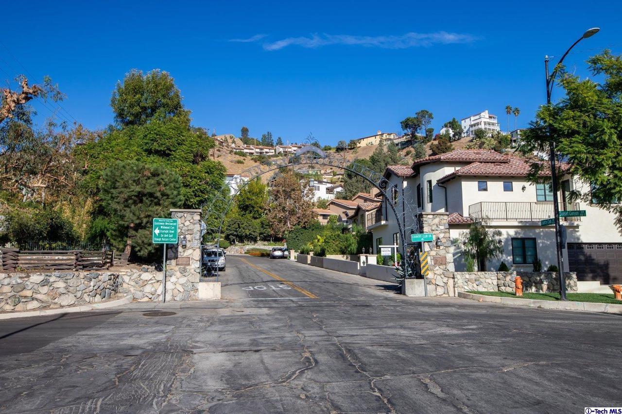 Photo of 736 COUNTRY CLUB Drive, Burbank, CA 91501
