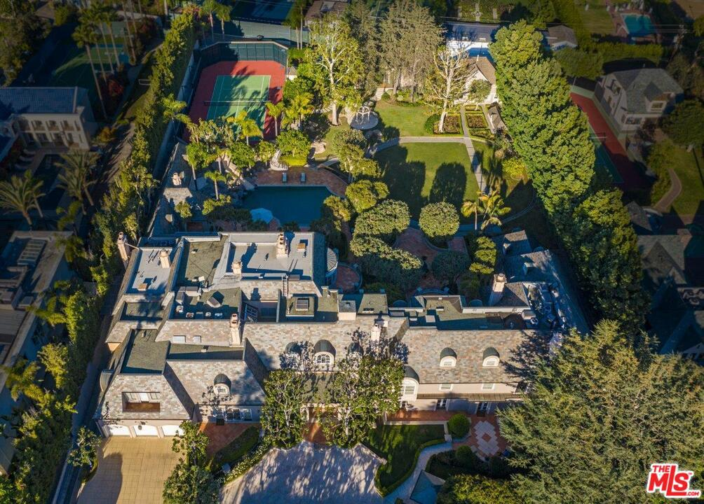 Photo of 806 North REXFORD Drive, Beverly Hills, CA 90210
