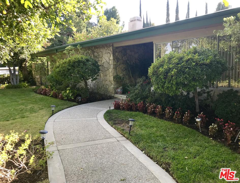 Photo of 4147 CLEAR VALLEY Drive, Encino, CA 91436