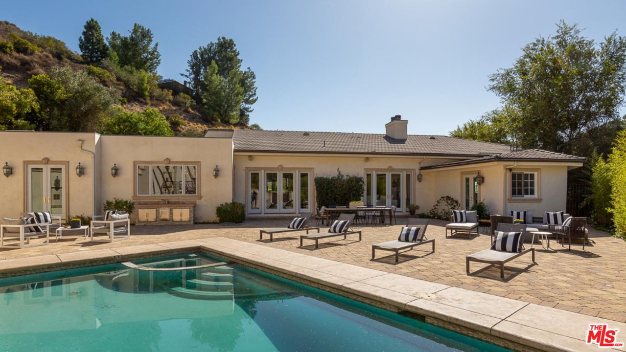 Photo of 9775 PEAVINE Drive, Beverly Hills, CA 90210