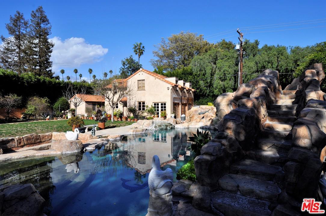 Photo of 912 North ROXBURY DRIVE GH, Beverly Hills, CA 90210