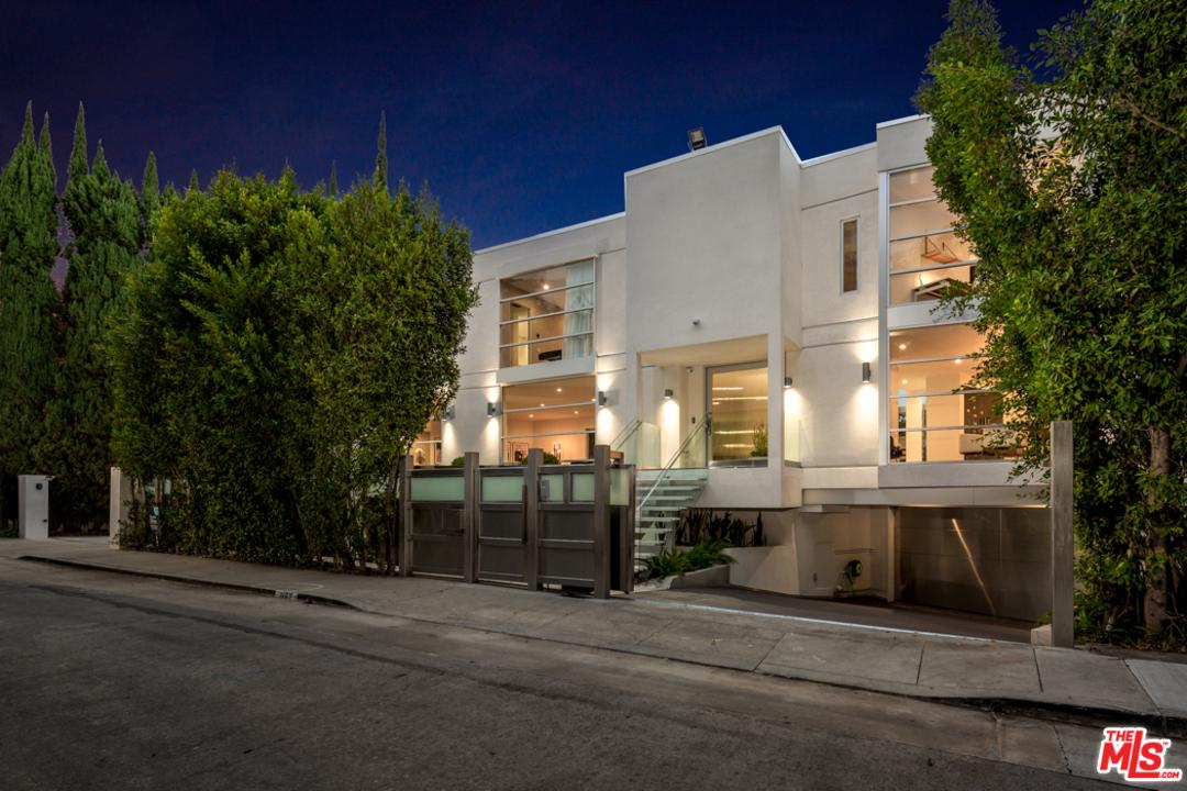 Photo of 1162 SUNSET HILLS Road, Los Angeles, CA 90069