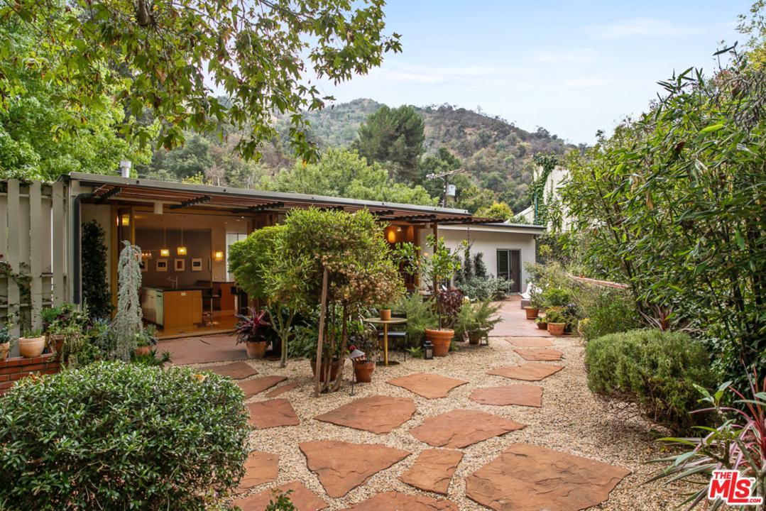 Photo of 9617 YOAKUM Drive, Beverly Hills, CA 90210