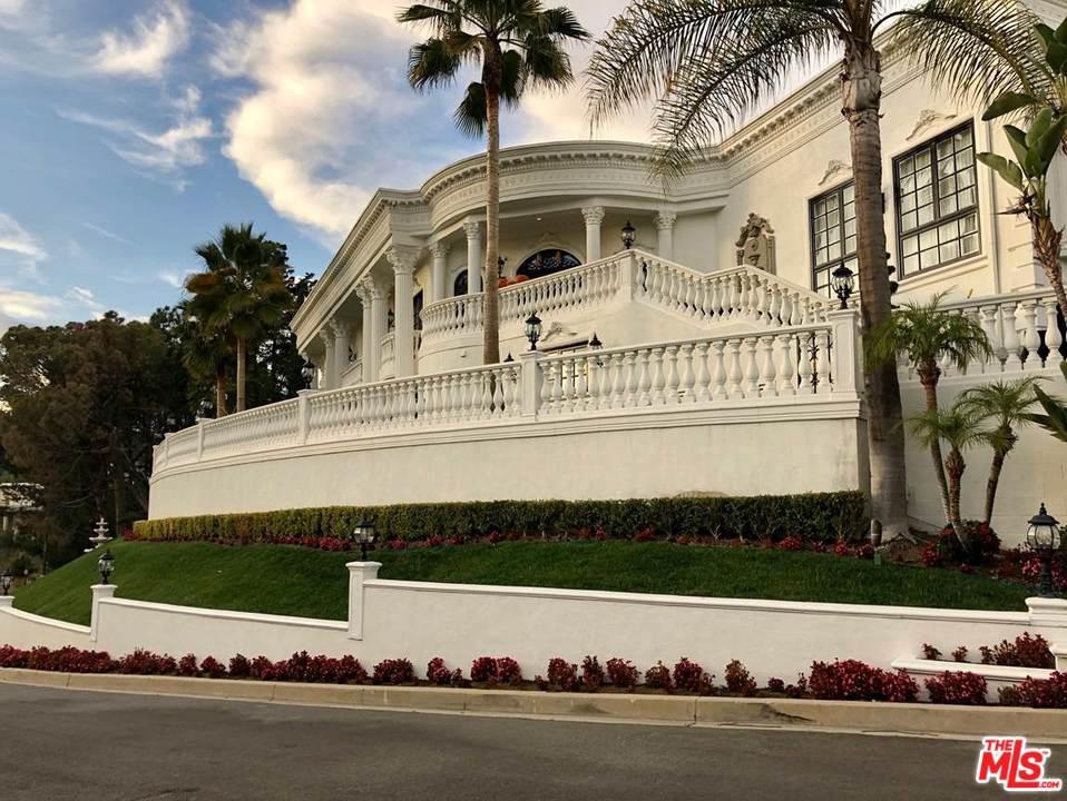 Photo of 9935 KIP Drive, Beverly Hills, CA 90210
