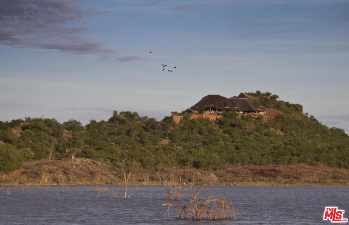 Photo of 1 SOUTH AFRICA-MAPUNGUBWE PRIVATE NATURE RESERVE, Out Of Area, Unk 0