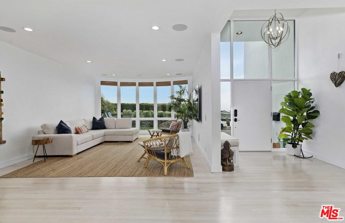 Photo of 3609 SEAHORN Drive, Pacific Palisades, CA 90265