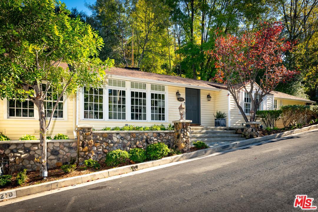 4210 NOBLE Avenue - Sherman Oaks, California