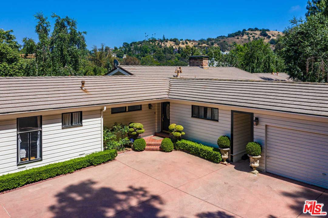 Photo of 3915 ALOMAR Drive, Sherman Oaks, CA 91423