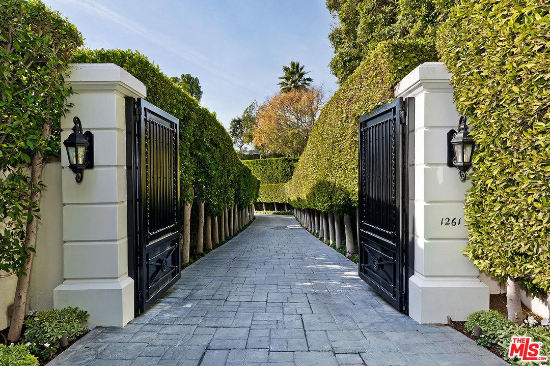 Photo of 1261 TOWER GROVE Drive, Beverly Hills, CA 90210