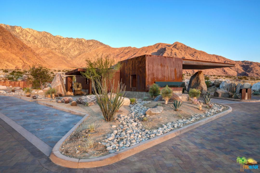 2335 WINTER SUN, Palm Springs, CA 92262