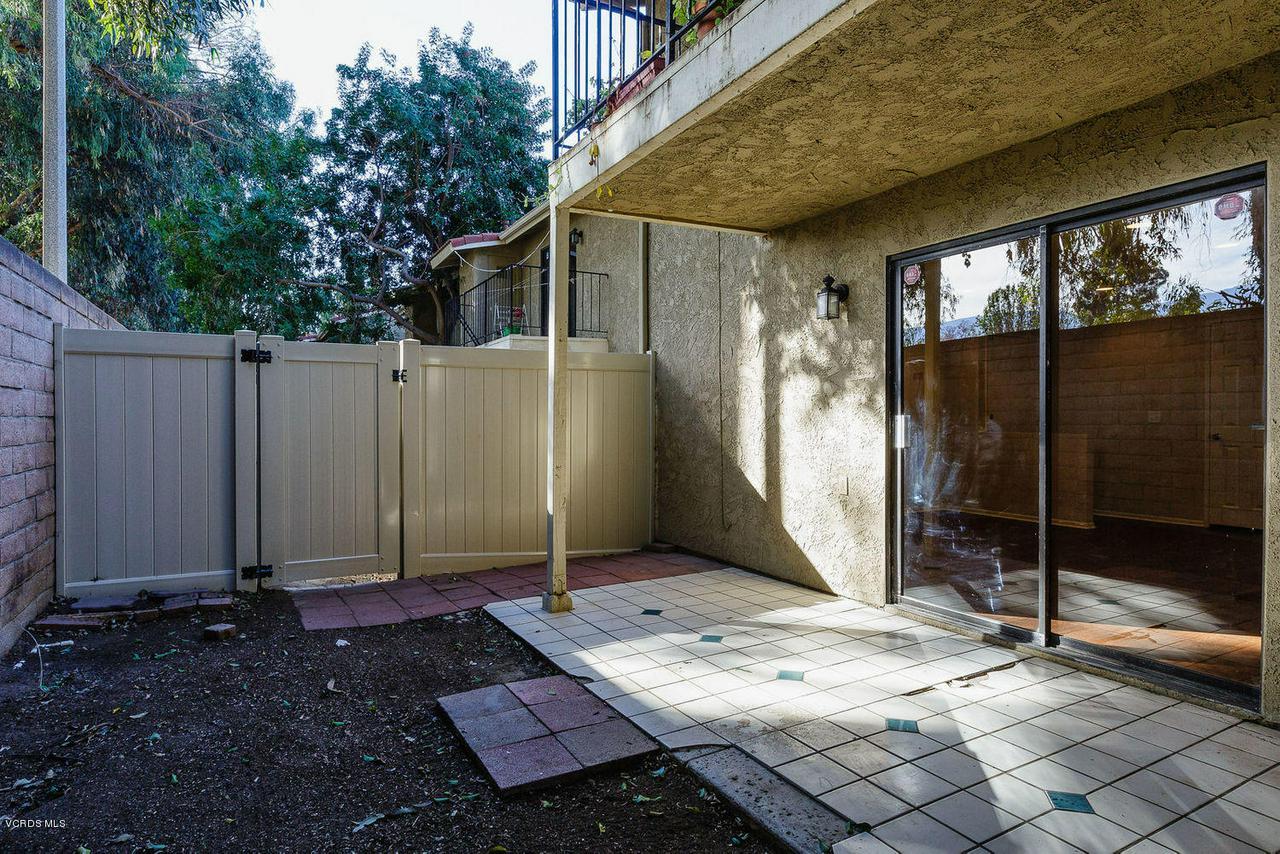 318 SANTA BARBARA, Santa Paula, CA 93060 - 013_13_patio