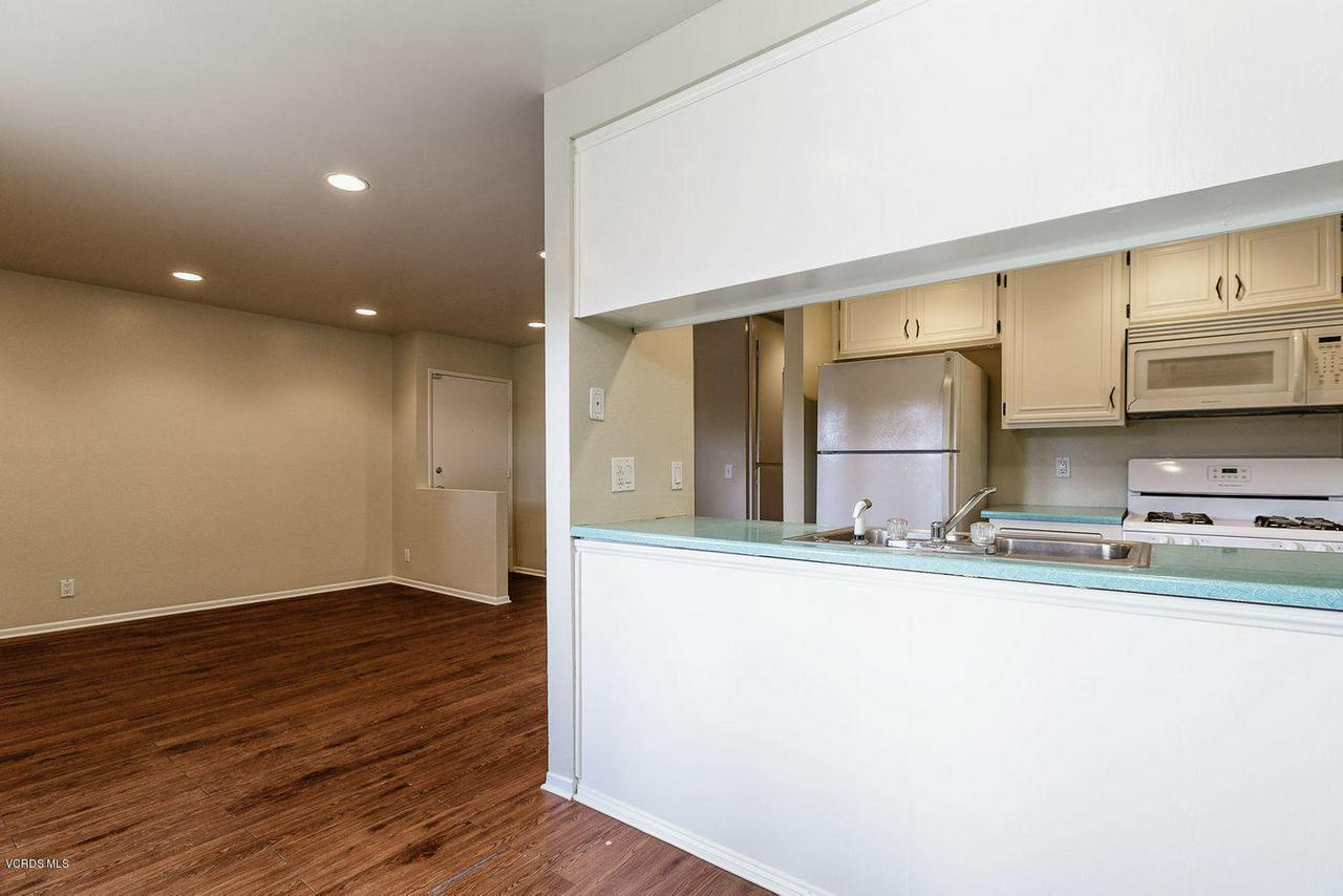 318 SANTA BARBARA, Santa Paula, CA 93060 - 005_05_kitchen