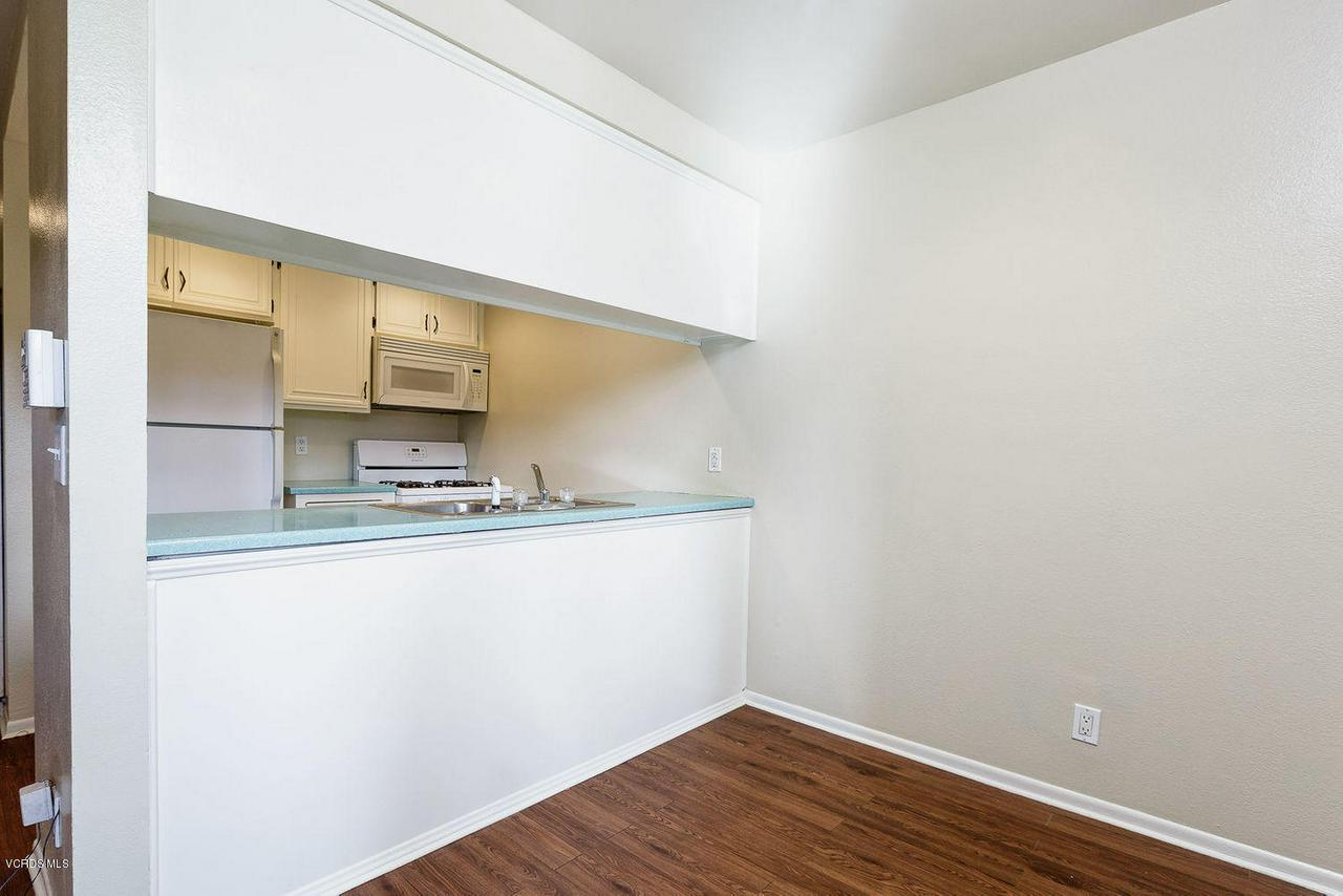 318 SANTA BARBARA, Santa Paula, CA 93060 - 008_08_kitchen