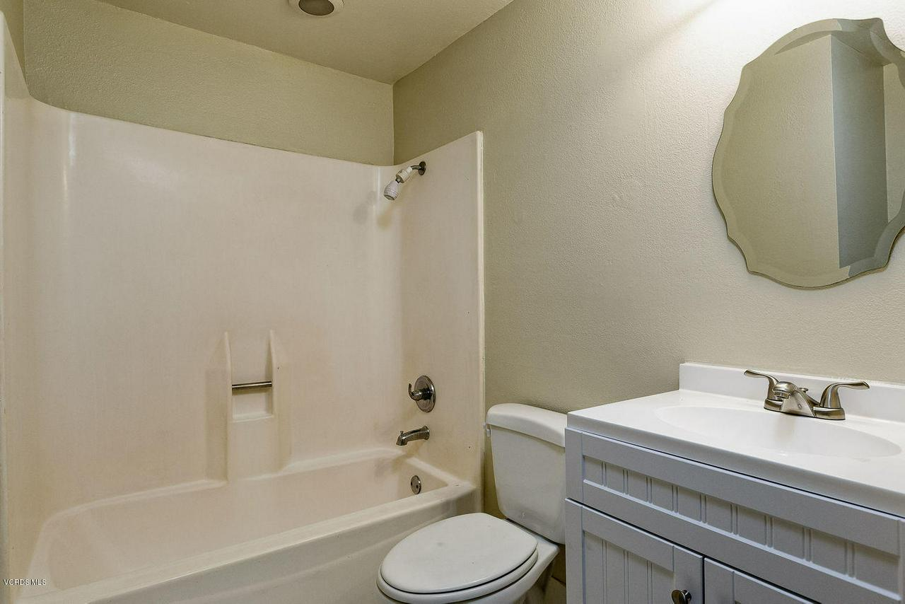 318 SANTA BARBARA, Santa Paula, CA 93060 - 012_12_bathroom
