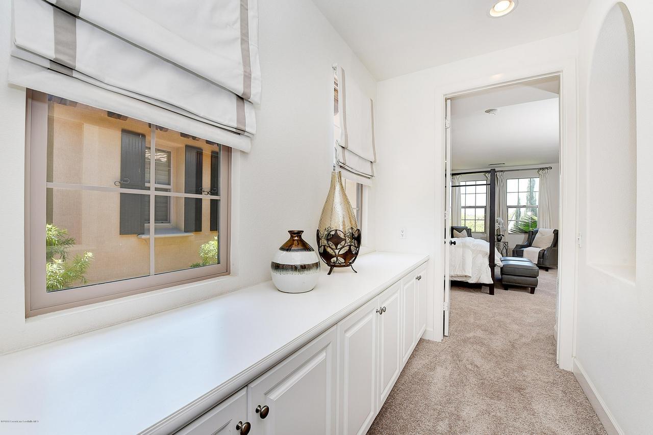27 LAND BIRD, Irvine, CA 92618 - Hall to master bedroom