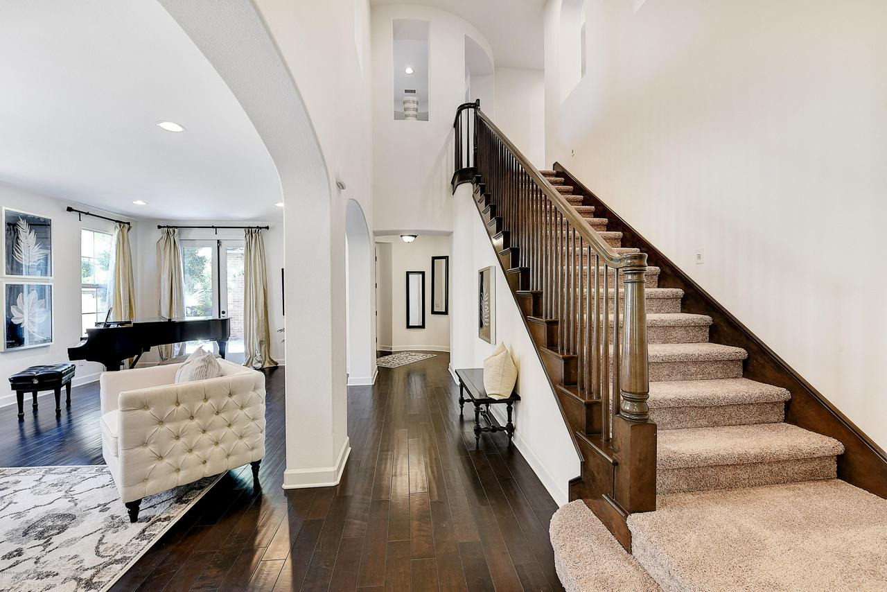 27 LAND BIRD, Irvine, CA 92618 - Staircase