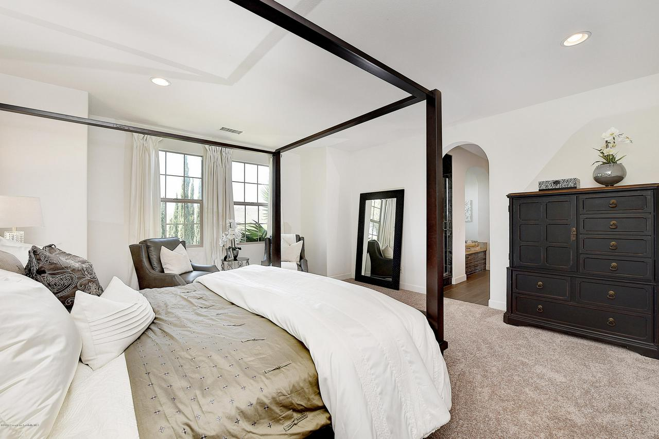 27 LAND BIRD, Irvine, CA 92618 - Master bedroom with entry into en-suite