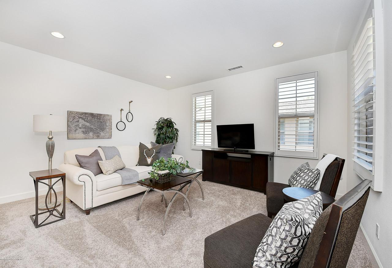 27 LAND BIRD, Irvine, CA 92618 - Upstairs bonus room