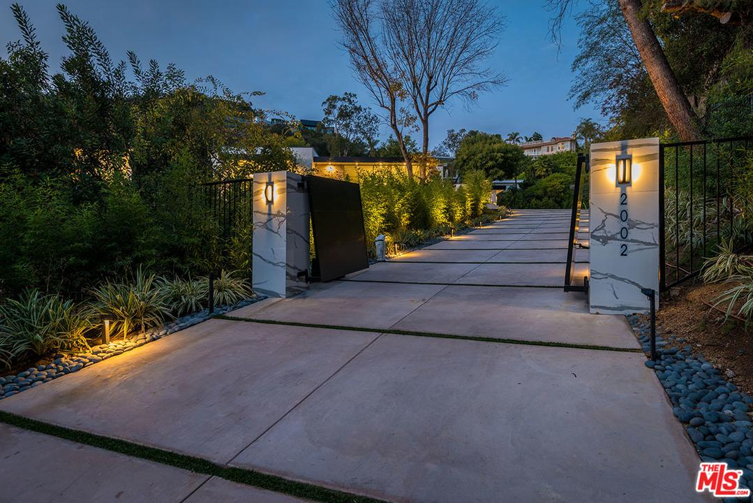 Photo of 2002 LOMA VISTA DR, Beverly Hills, CA 90210
