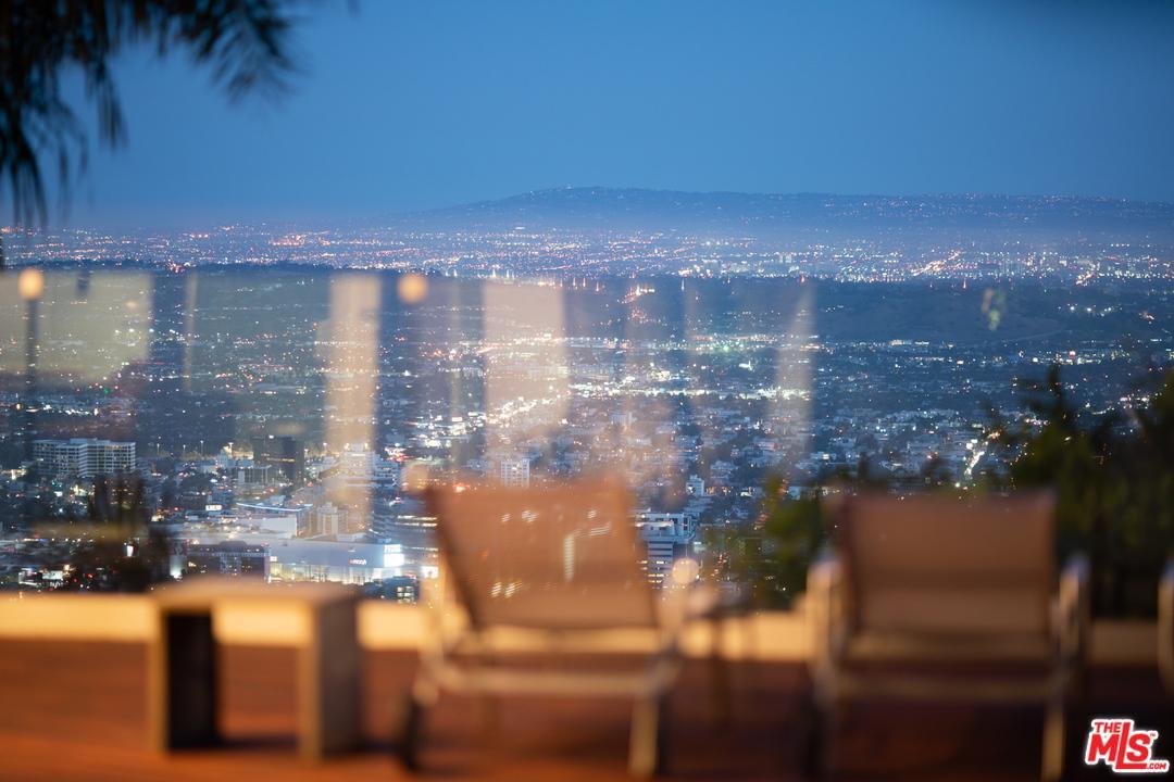 2137 SUNSET PLAZA, Los Angeles (City), CA 90069