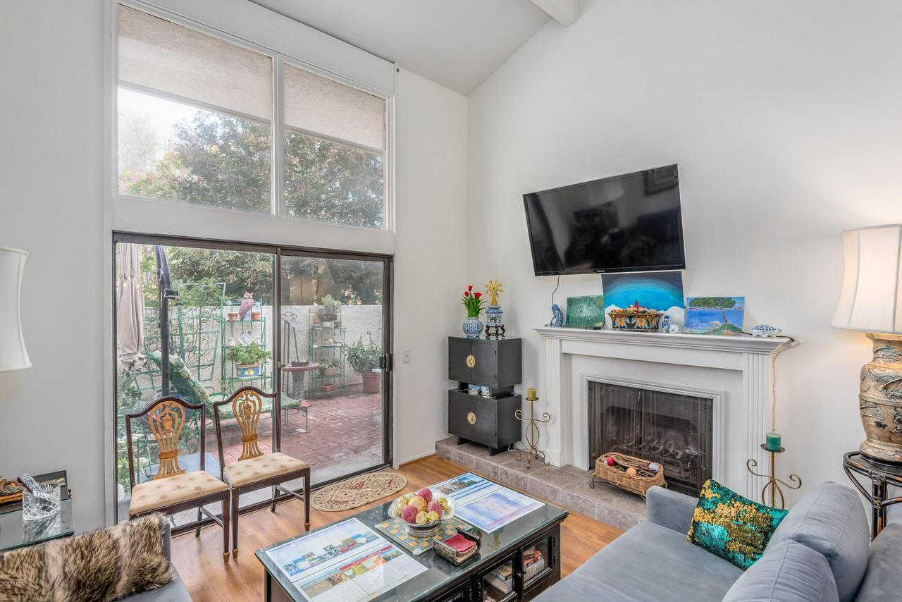 258 MARIPOSA, Newbury Park, CA 91320 - 09-Living Room