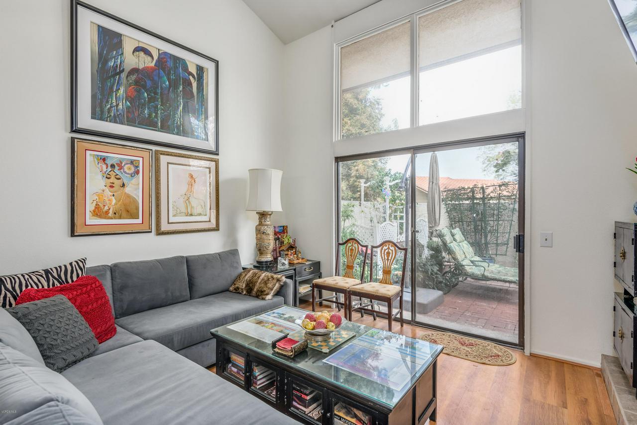258 MARIPOSA, Newbury Park, CA 91320 - 08-Living Room