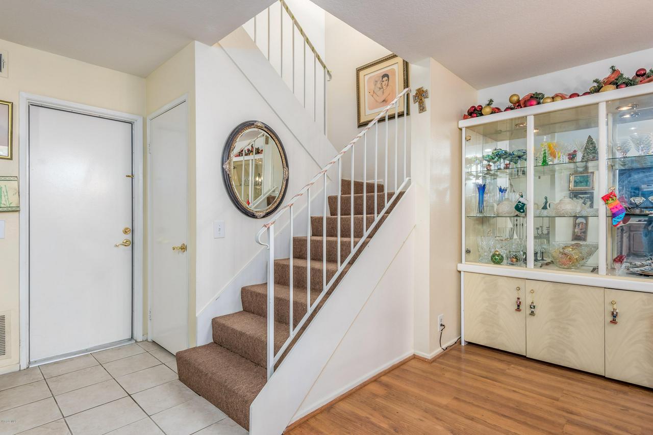 258 MARIPOSA, Newbury Park, CA 91320 - 06-Stairs