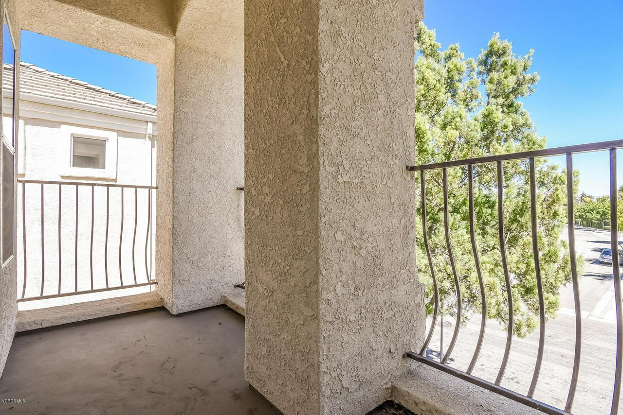 4365 TIMBERDALE, Moorpark, CA 93021 - 049-photo-balcony-6306145