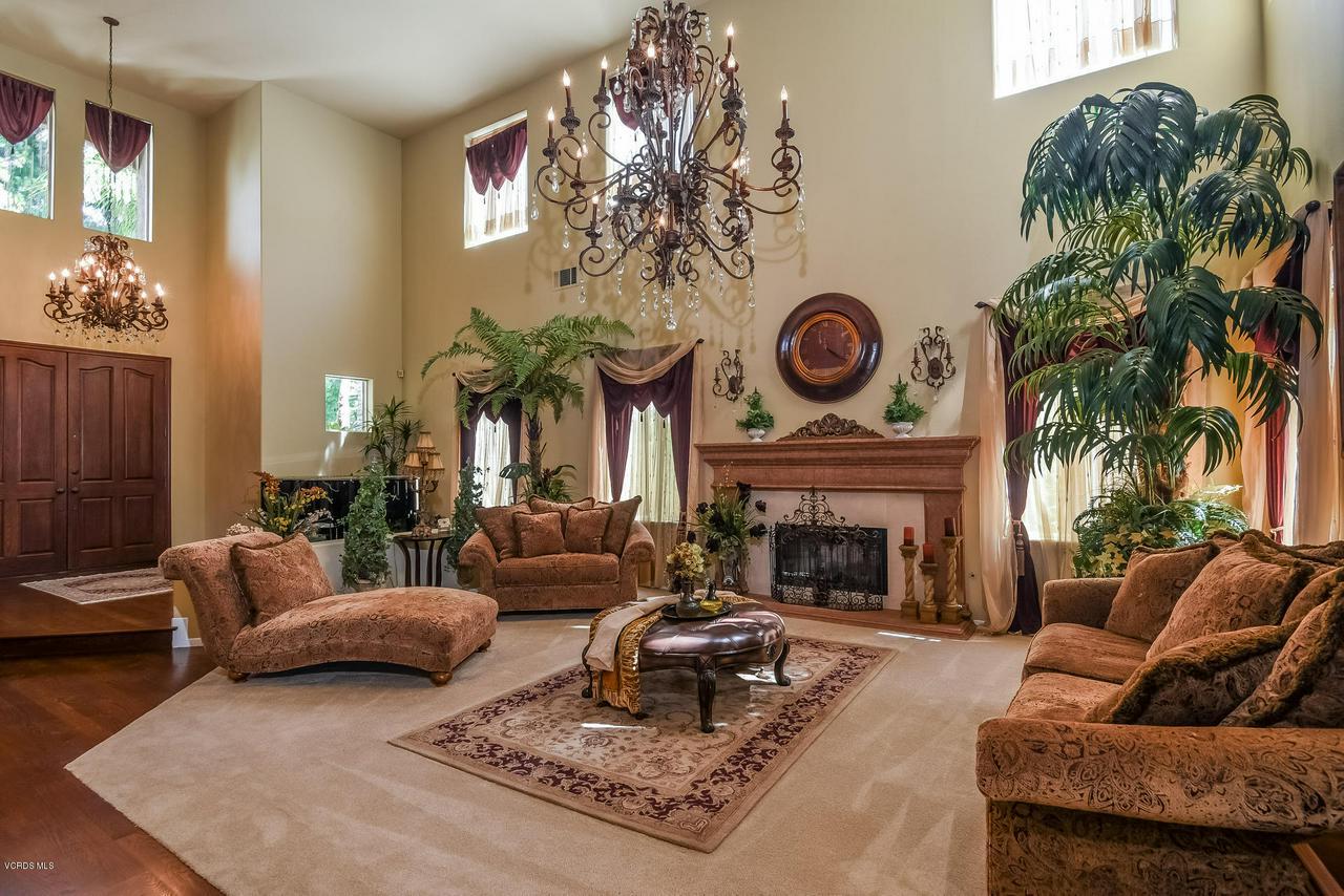 4365 TIMBERDALE, Moorpark, CA 93021 - 009-photo-living-room-6306152