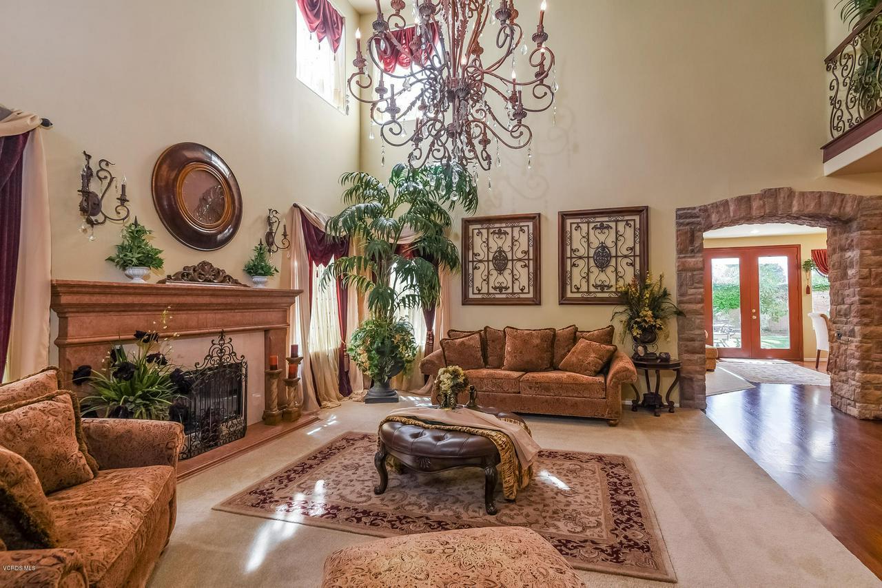 4365 TIMBERDALE, Moorpark, CA 93021 - 008-photo-living-room-6306149