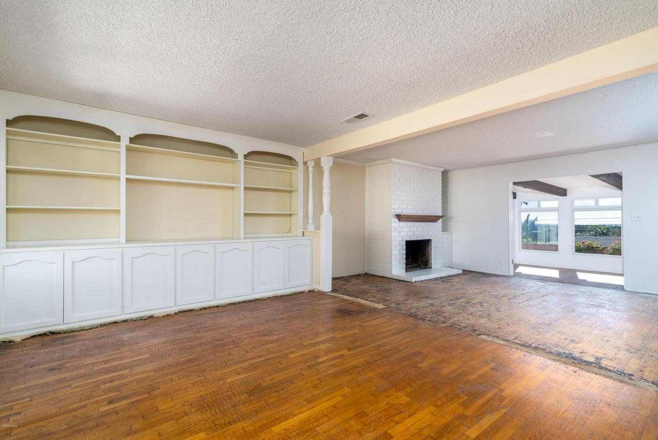 2448 SHERWOOD, Ventura, CA 93001 - Cozy fireplace