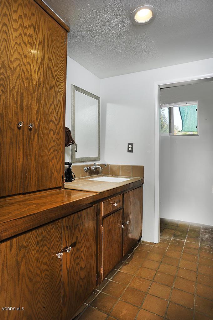 33206 DECKER SCHOOL, Malibu, CA 90265 - Powder Room