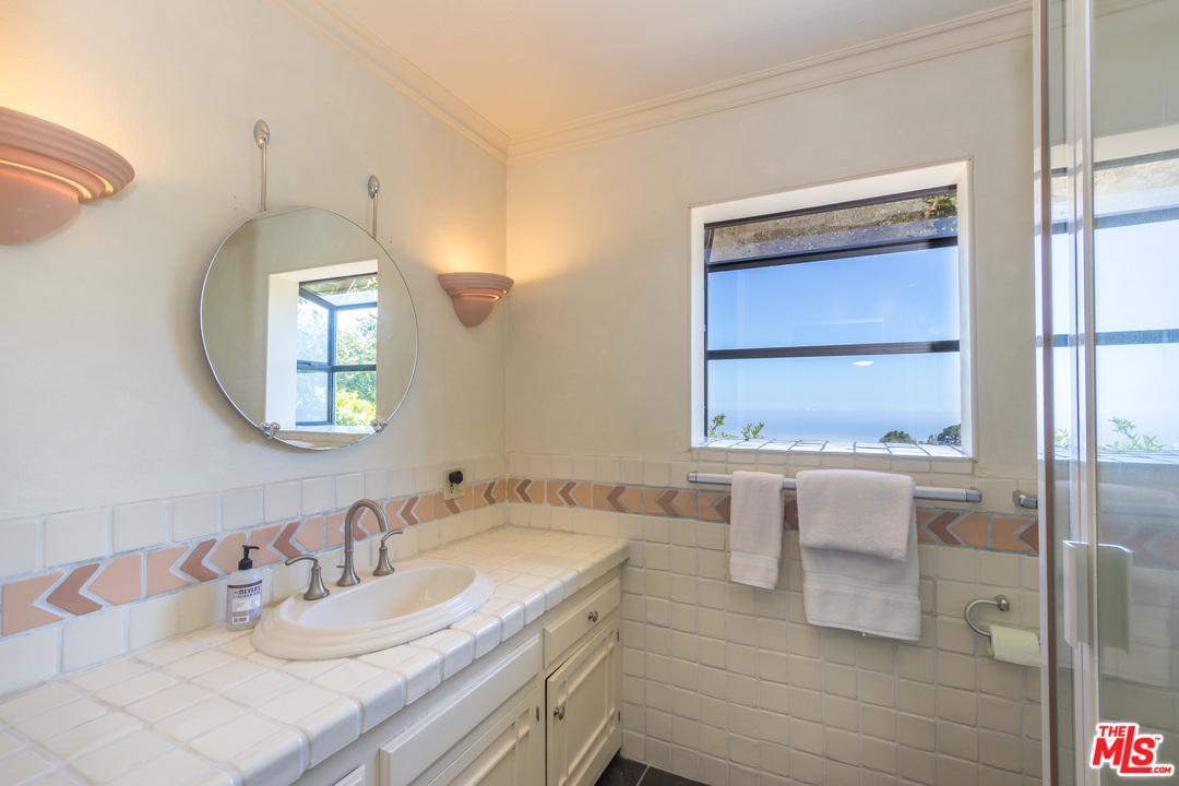 540 SCHUEREN, Malibu, CA 90265