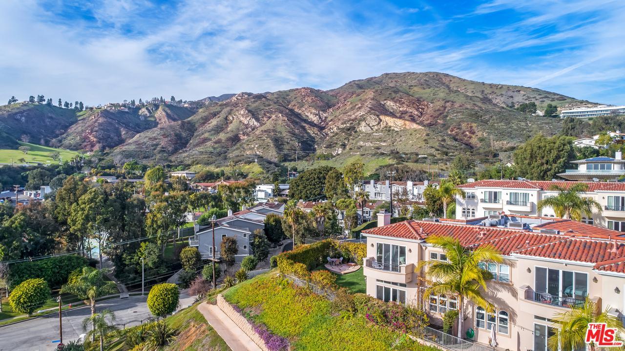23965 DE VILLE, Malibu, CA 90265