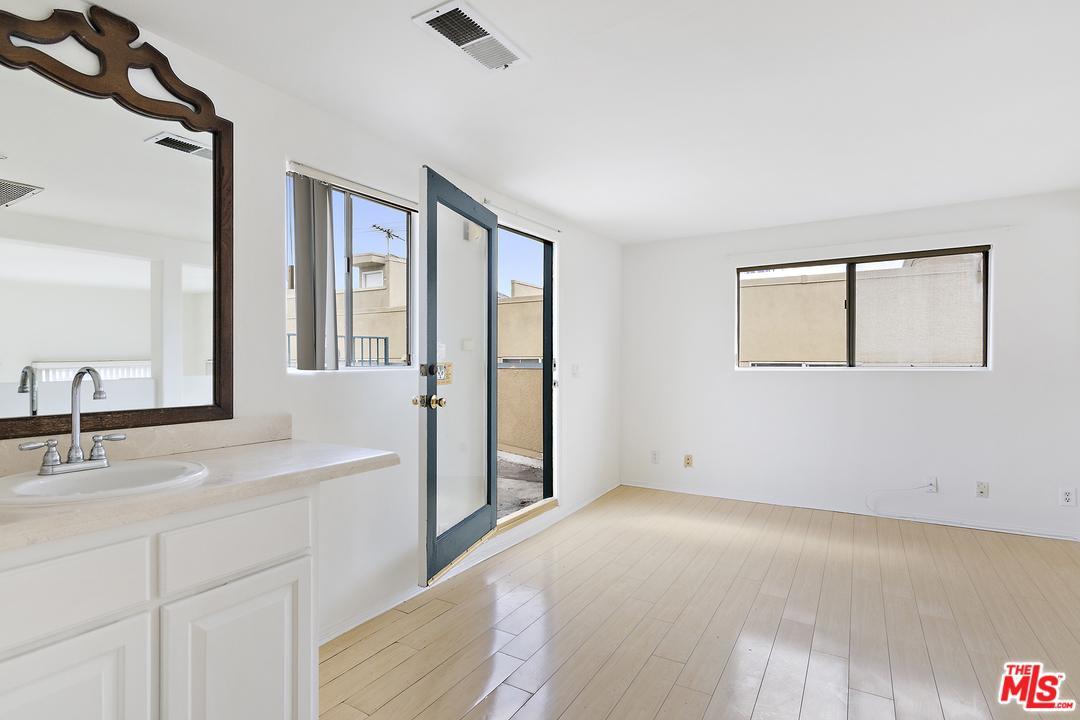 1811 MANNING, Los Angeles (City), CA 90025