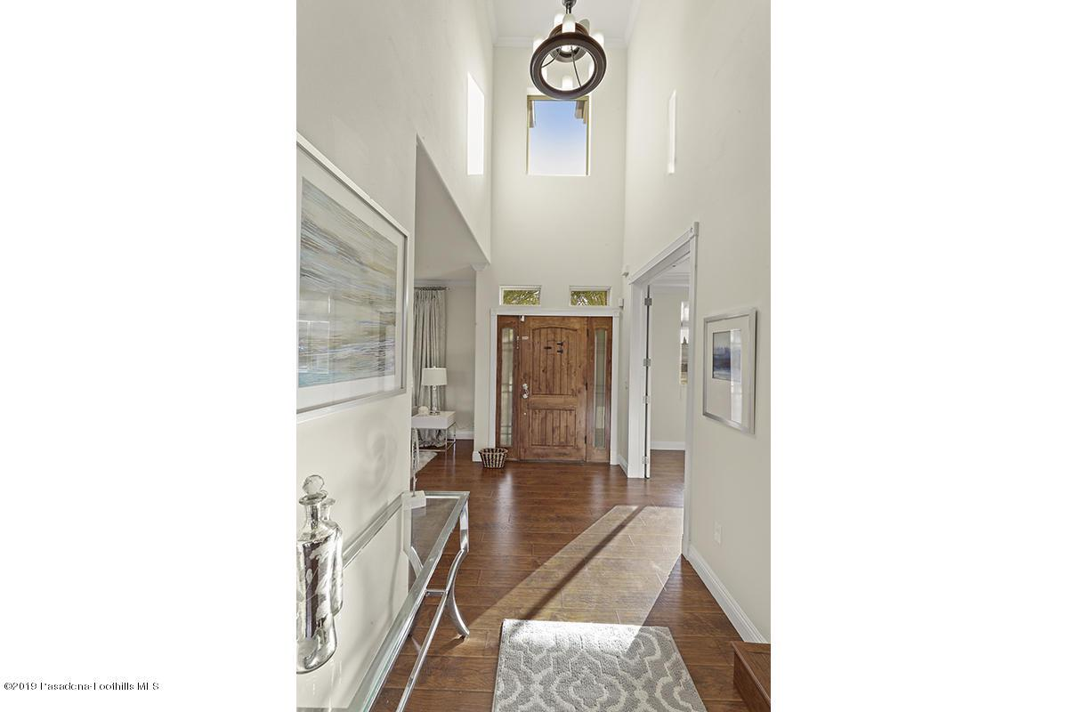 7167 SUMMITROSE, Tujunga, CA 91042 - Entryway