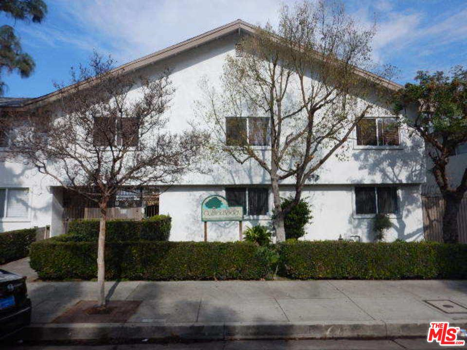 Photo of 18555 COLLINS ST, Tarzana, CA 91356