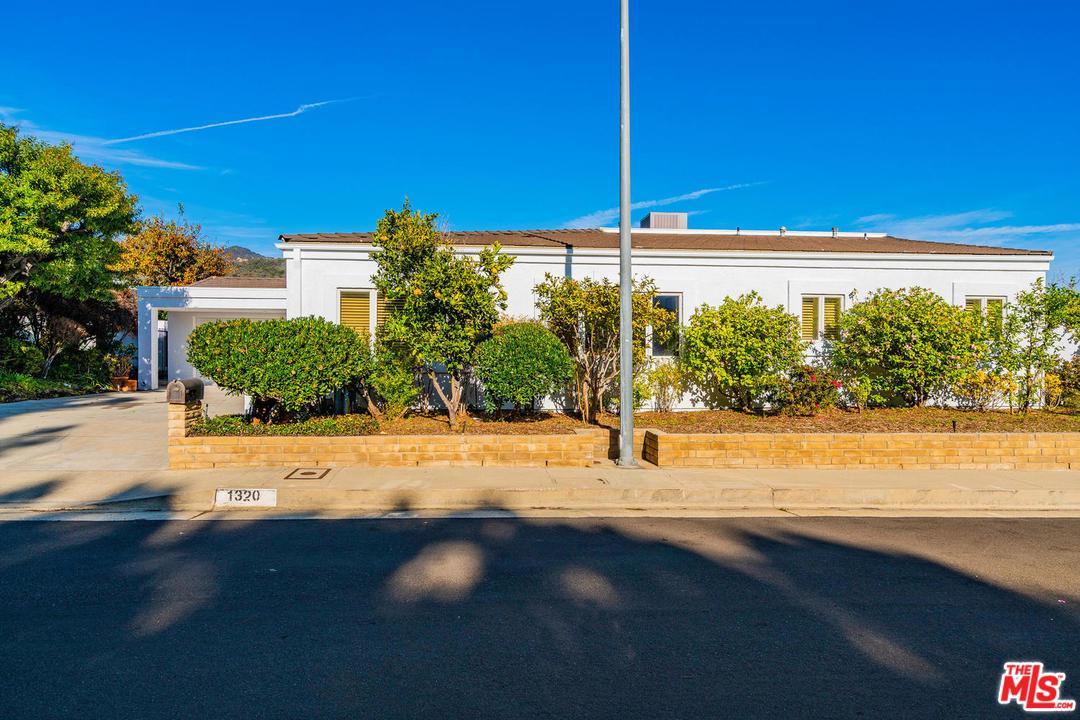 1320 DUENDE, Pacific Palisades, CA 90272