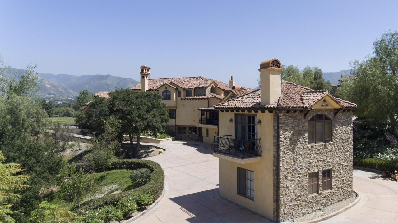 Photo of 27270 ROLLING HILLS AVENUE, Canyon Country, CA 91387