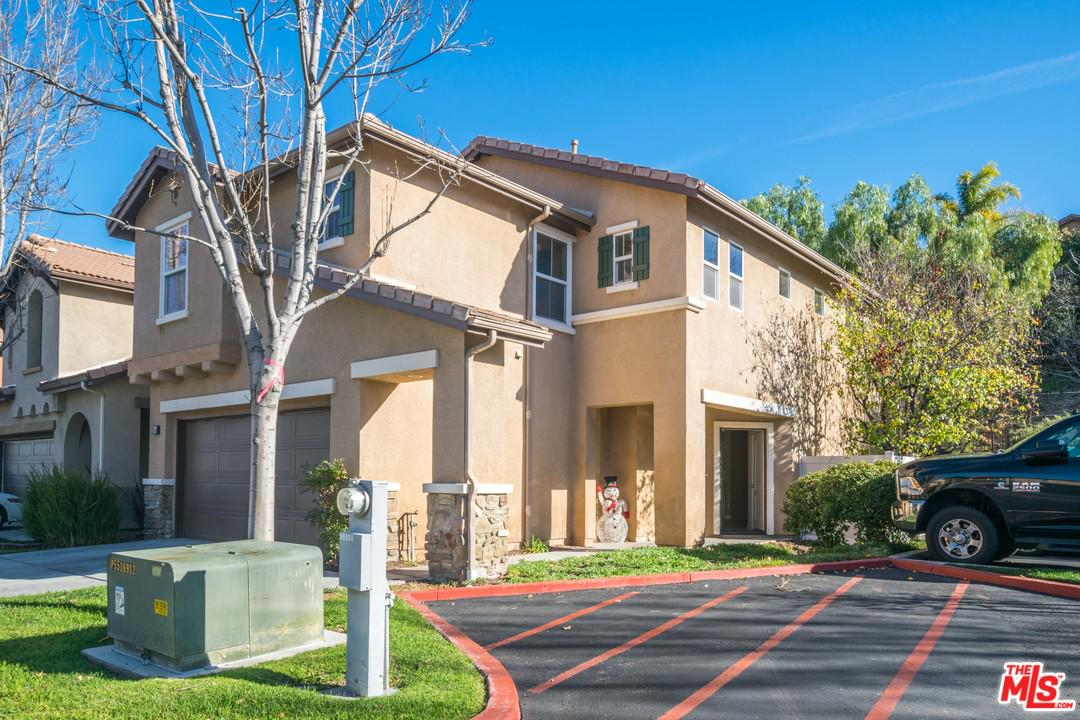 Photo of 27654 BURGUNDY CROSSING LN, Canyon Country, CA 91351