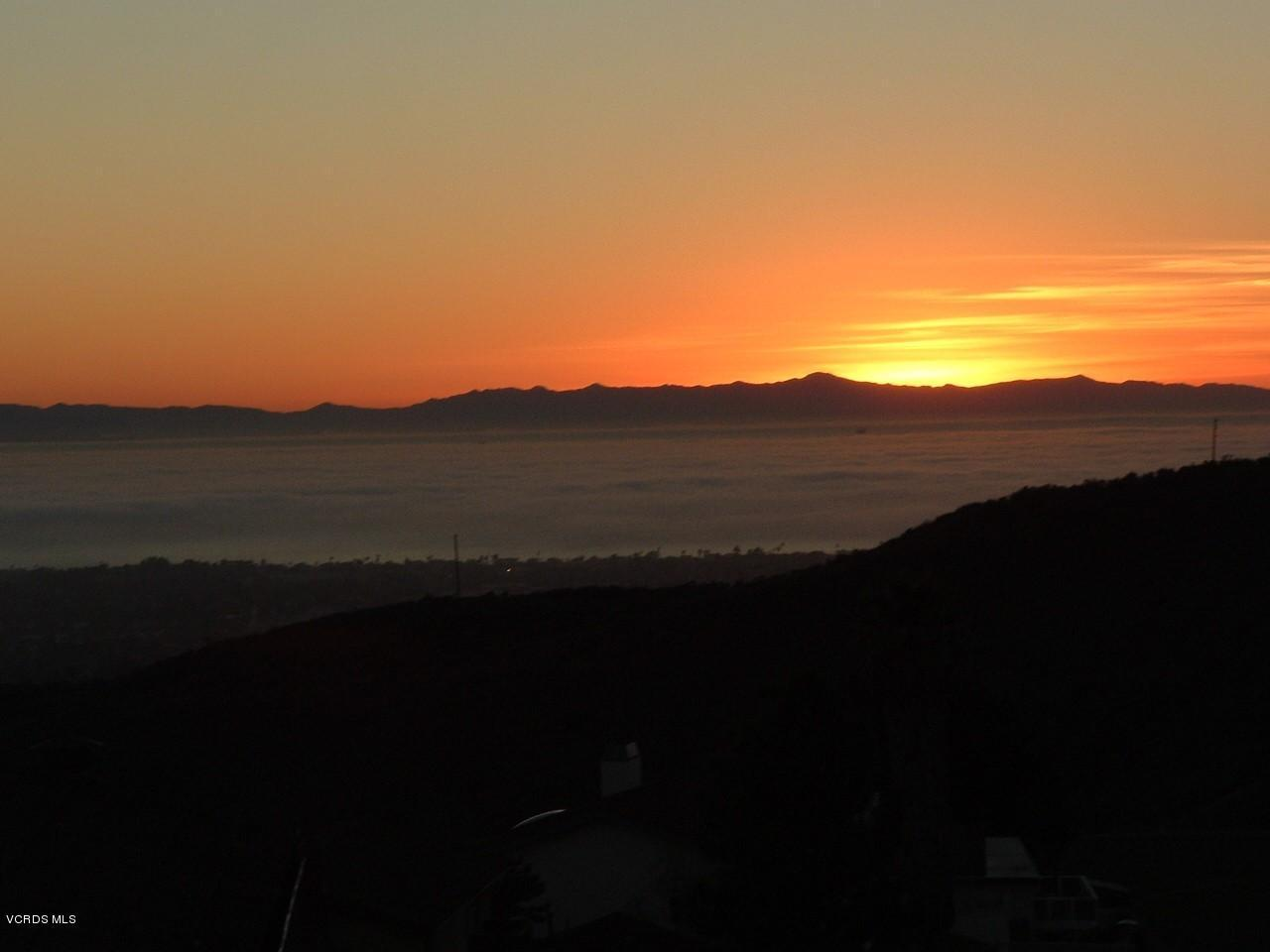 5519 TOPA TOPA, Ventura, CA 93003 - Sunset_Front_Yard[1]