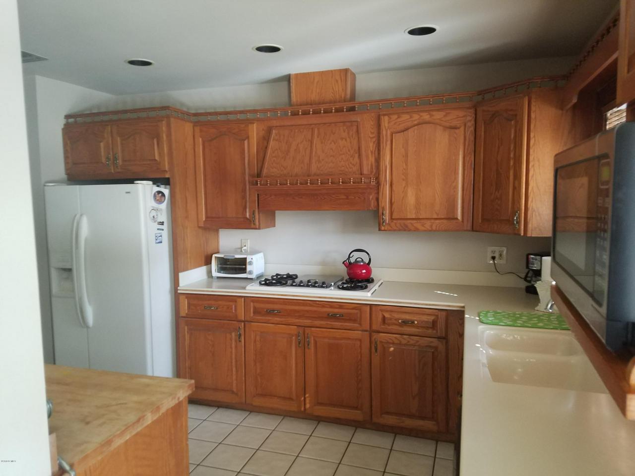 10720 TERNEZ, Moorpark, CA 93021 - Kitchen 2