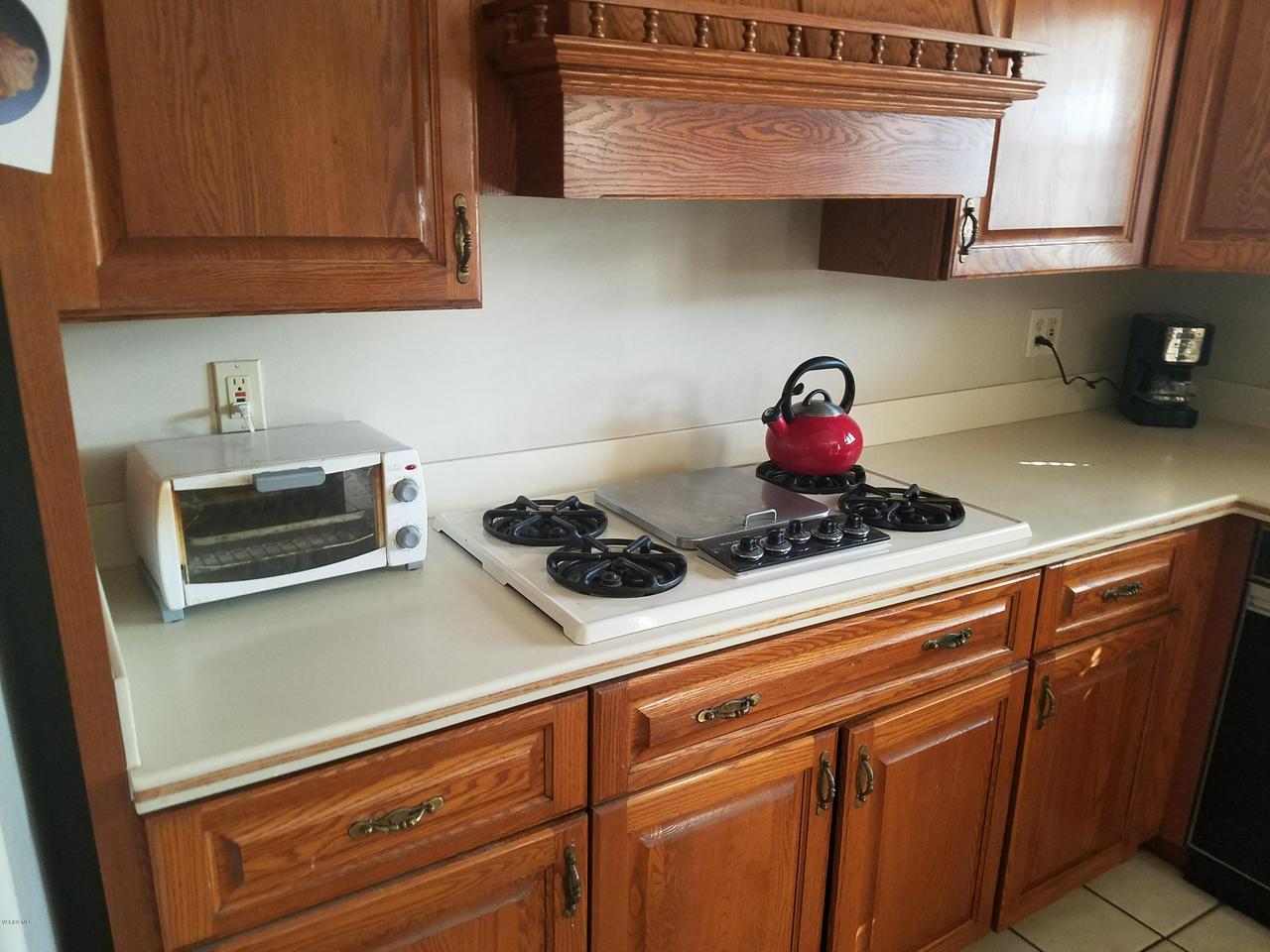 10720 TERNEZ, Moorpark, CA 93021 - Kitchen cook top