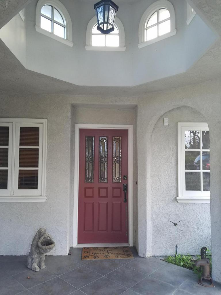 10720 TERNEZ, Moorpark, CA 93021 - Front Entry
