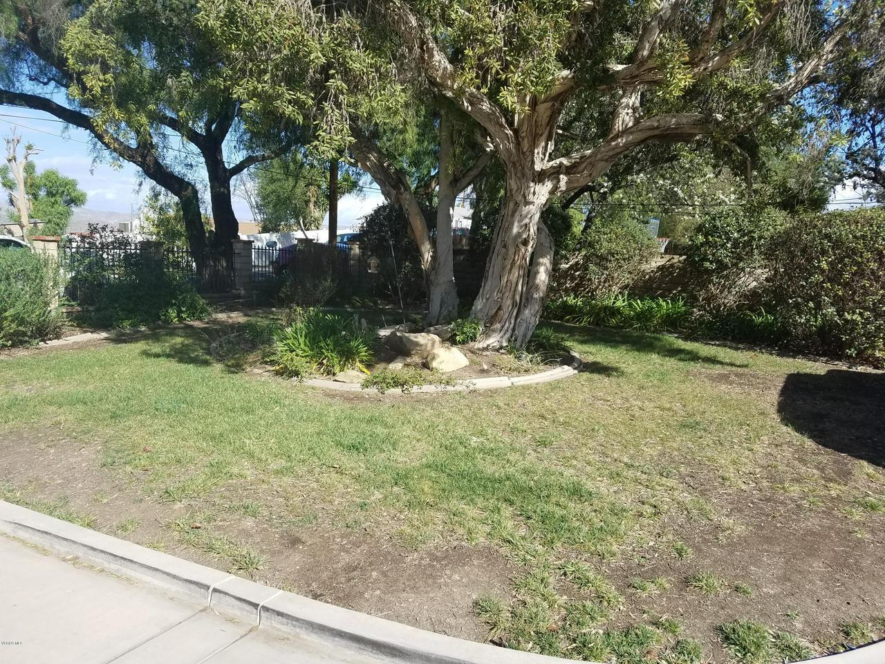 10720 TERNEZ, Moorpark, CA 93021 - Front Landscaping