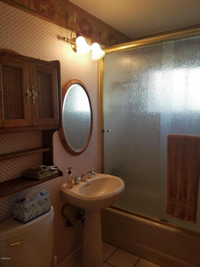 10720 TERNEZ, Moorpark, CA 93021 - Master Bathroom