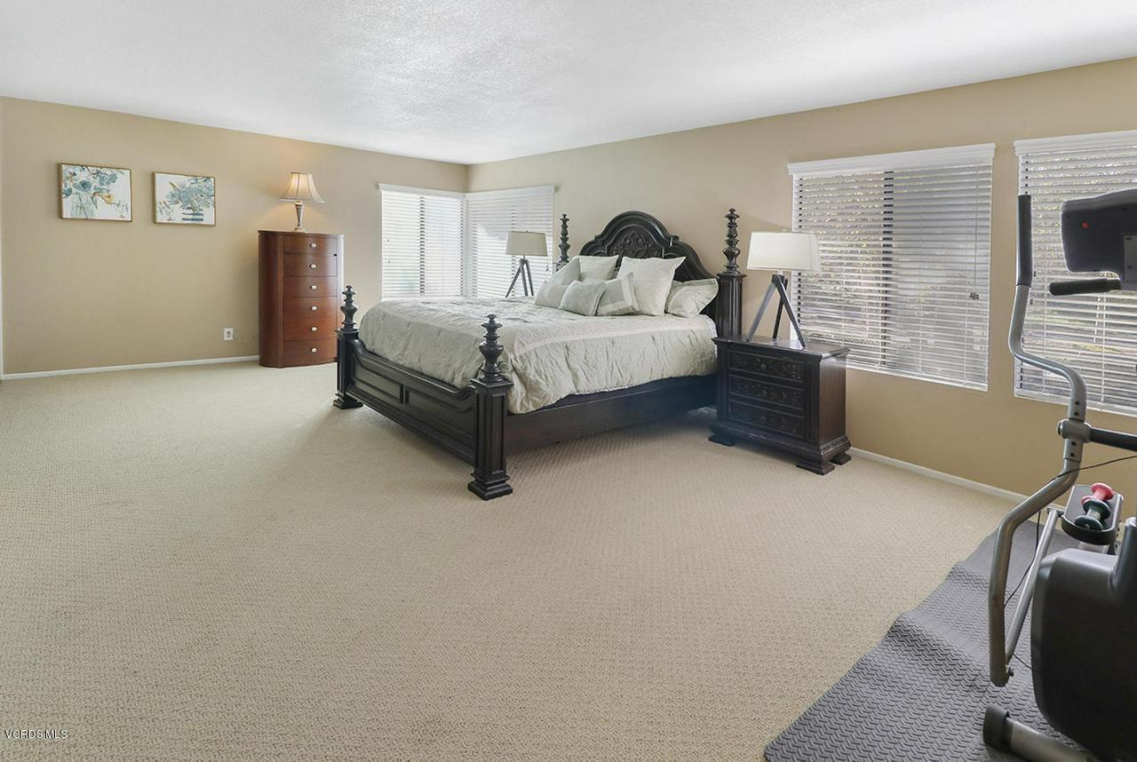 4076 DONEVA, Moorpark, CA 93021 - mMaster Suite1