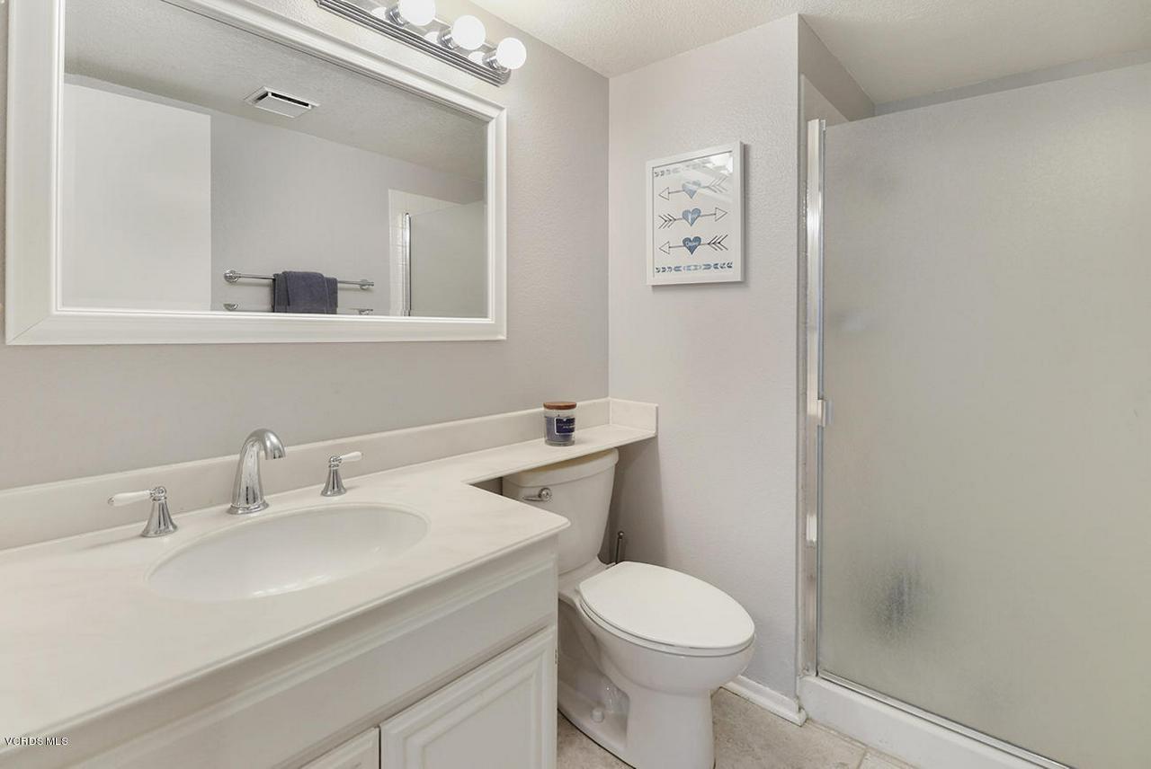 4076 DONEVA, Moorpark, CA 93021 - fGuest Bath