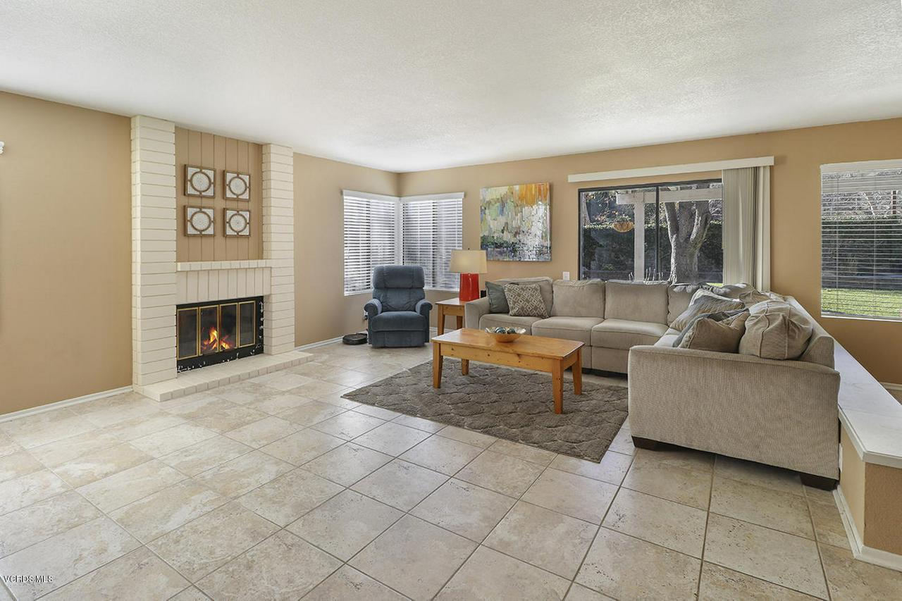 4076 DONEVA, Moorpark, CA 93021 - eFamily Room1